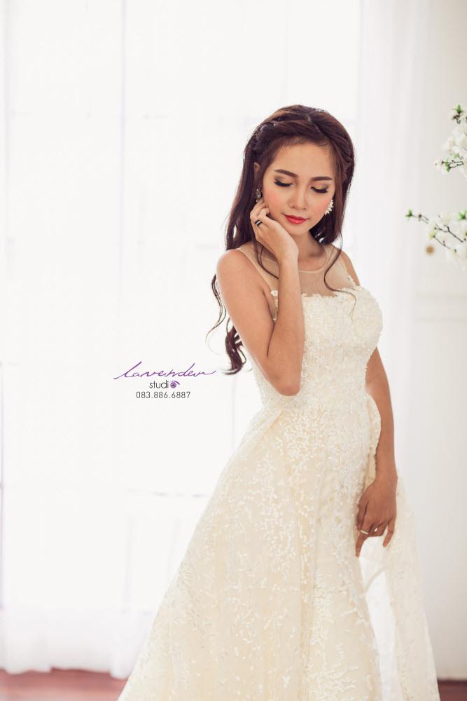 váy cưới phù hợp với nhẫn