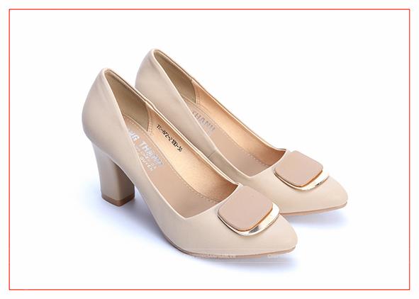chụp hình sản phẩm giày