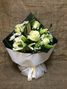 lựa chọn mua hoa đẹp tặng bạn gái