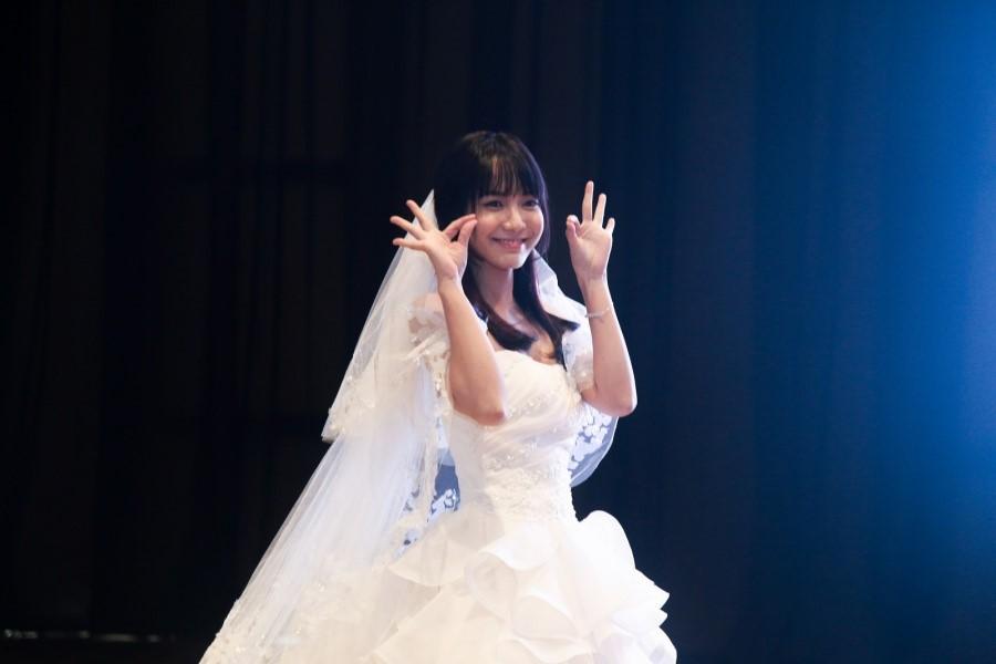 Váy cưới cô dâu gầy