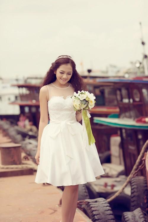Trang phục cô dâu thấp váy ngắn