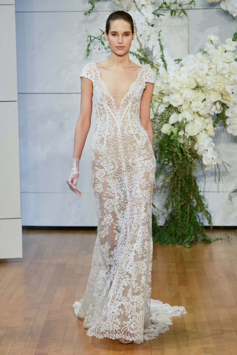 Xu hướng váy cưới năm 2018 có gì đặc sắc?