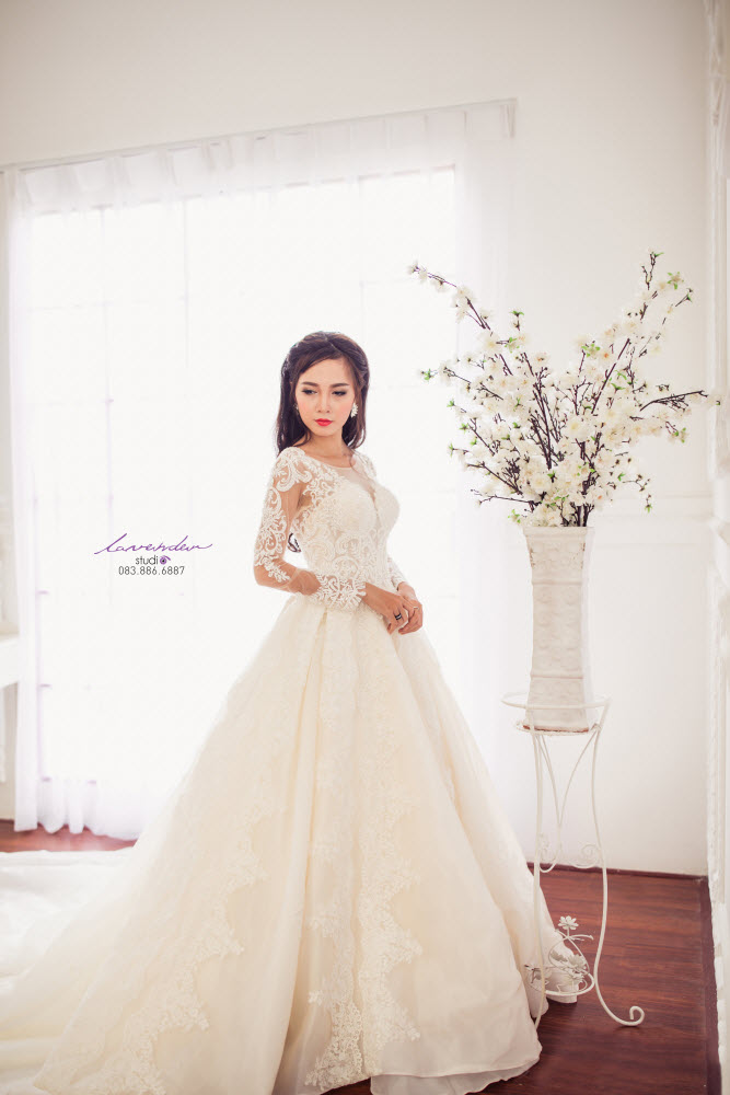 váy cưới tay ren kín đáo