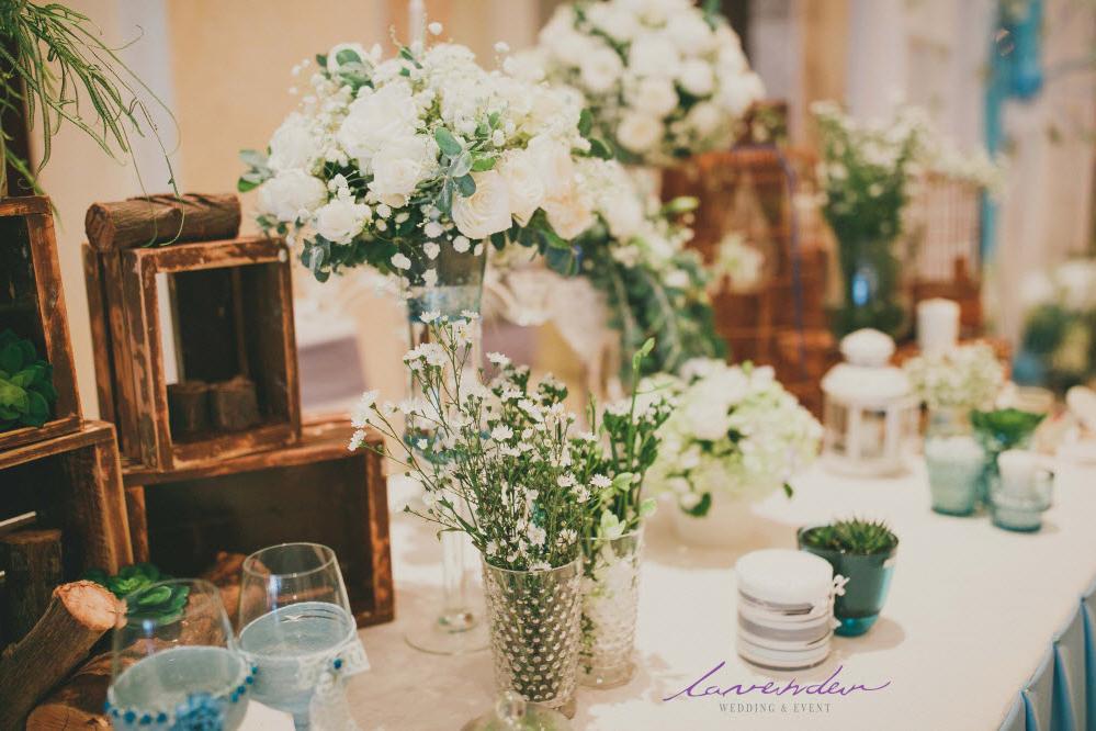hoa tươi trang trí tiệc cưới