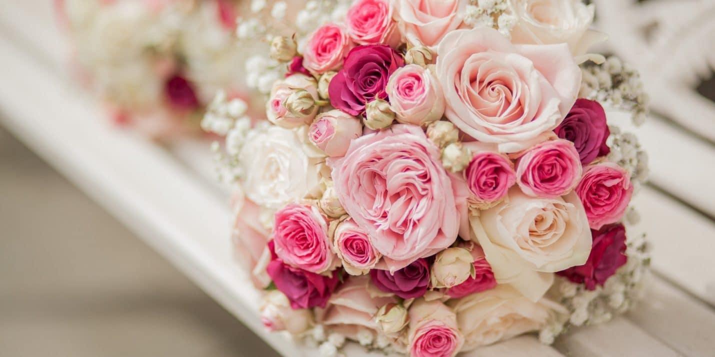 Hoa cưới cầm tay màu hồng ngọt ngào