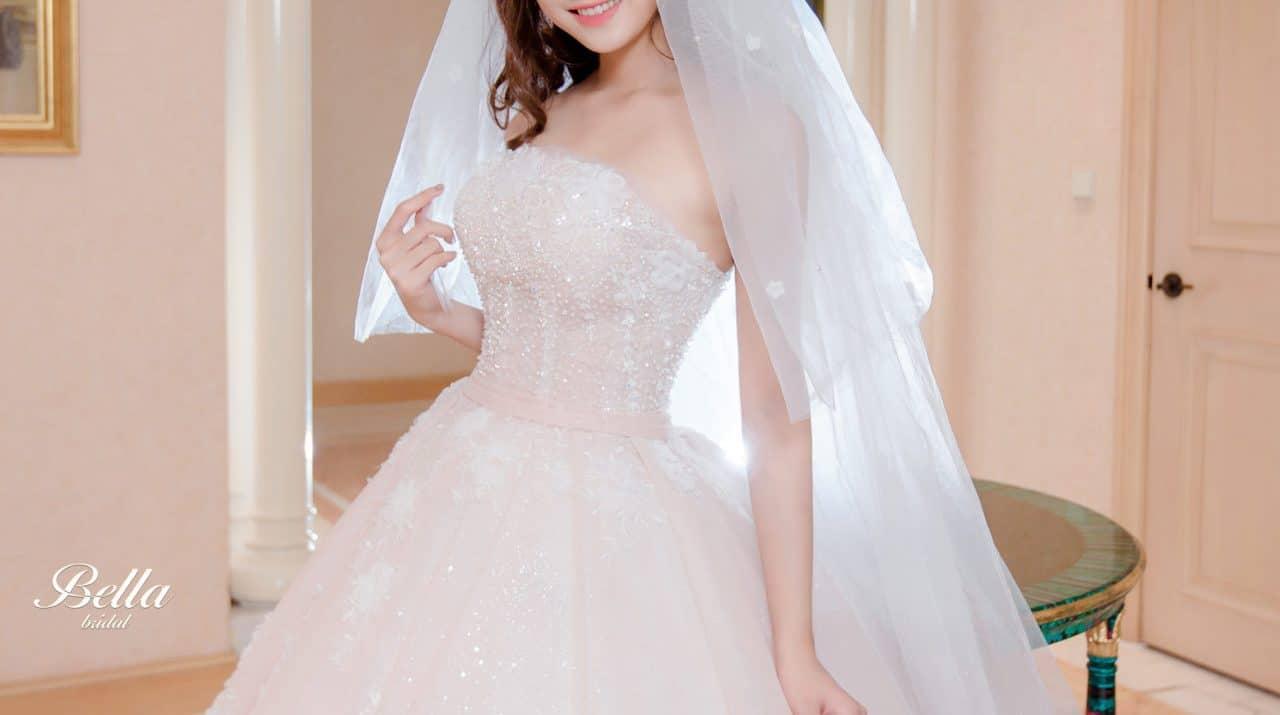 Những mẫu áo cưới năm 2018 mang phong cách hoàng gia
